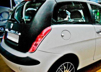 Lancia-Ypsilon-con-relieve